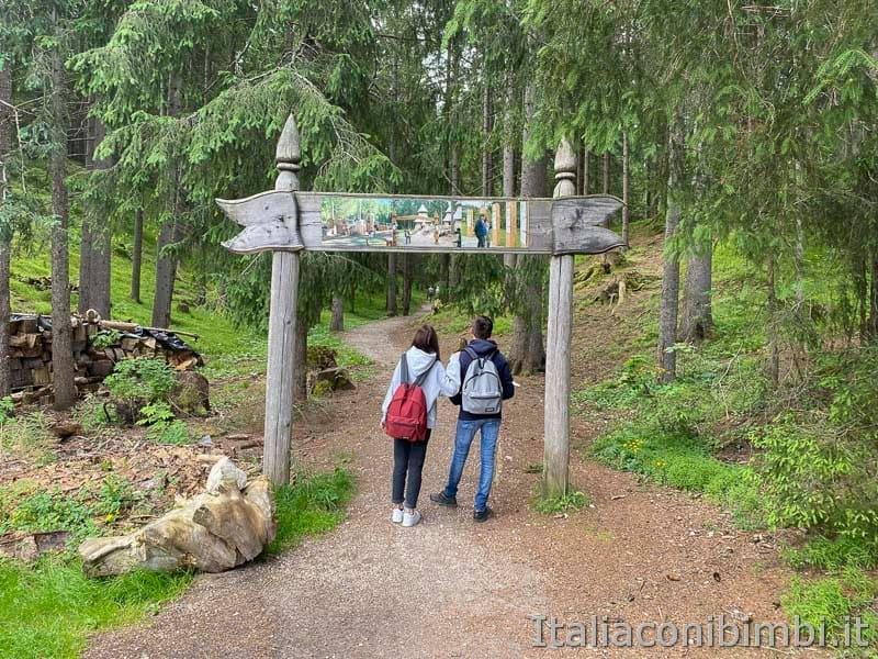 Mondo Magico della Foresta - Dobbiaco - inizio del sentiero
