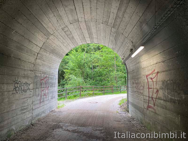 Pista ciclabile San Candido - Brunico - tunnel da attraversare