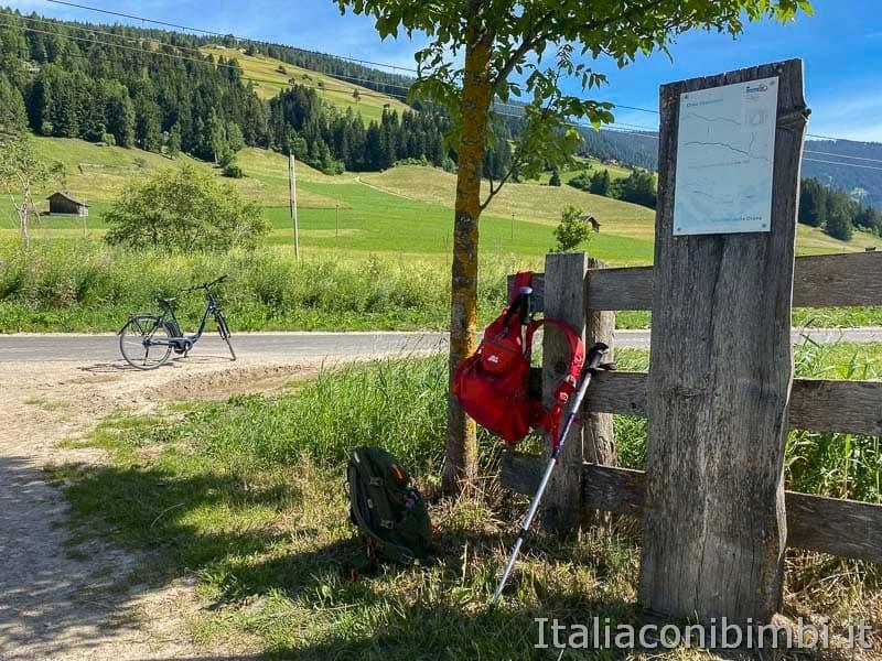 Pista ciclabile Val Pusteria - zaini e biciclette