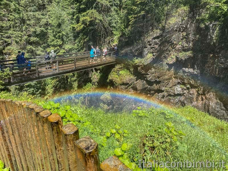 Cascate di Riva - Valle Aurina - arcobaleno alla terza cascata
