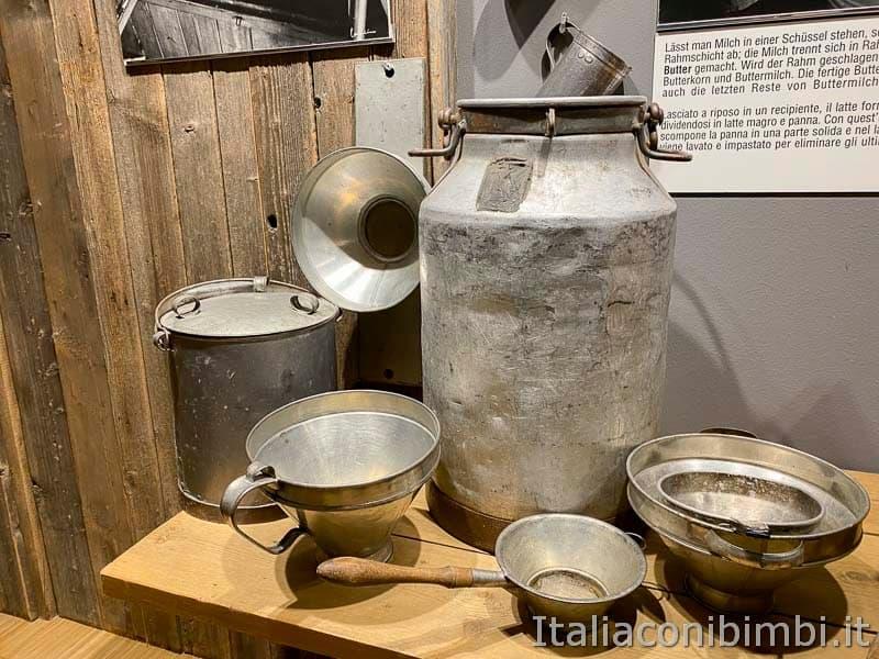 Mondolatte - Dobbiaco - contenitori del latte nel museo