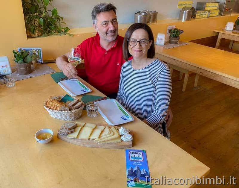 Mondo latte - Dobbiaco - noi alla degustazione di formaggi