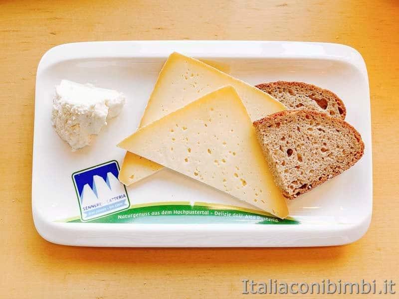 Mondo latte - Dobbiaco - piatto di formaggi