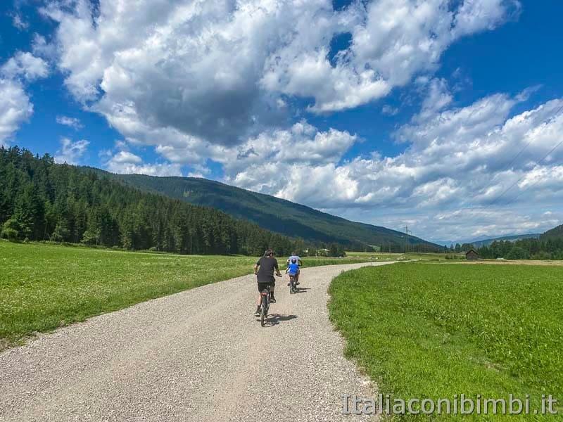 Pista ciclabile San Candido - Brunico - bambini in bicicletta