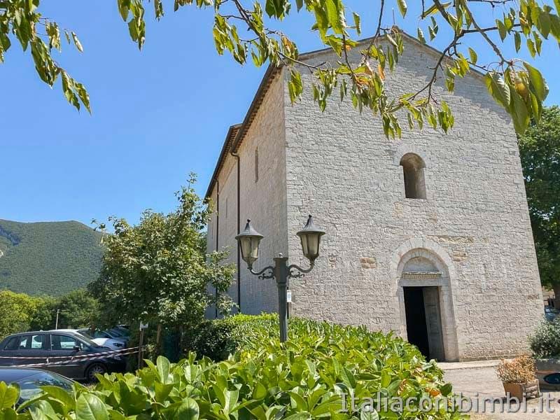 Riserva naturale Gola del Furlo - Abbazia di San Vincenzo esterno