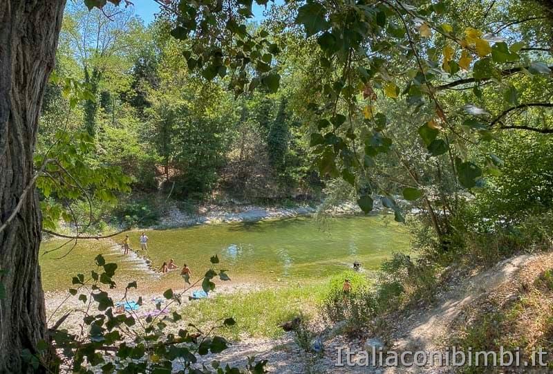 Riserva naturale Gola del Furlo - bagno al fiume