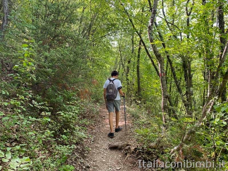 Sentiero del cuore - lago di Scanno - salita