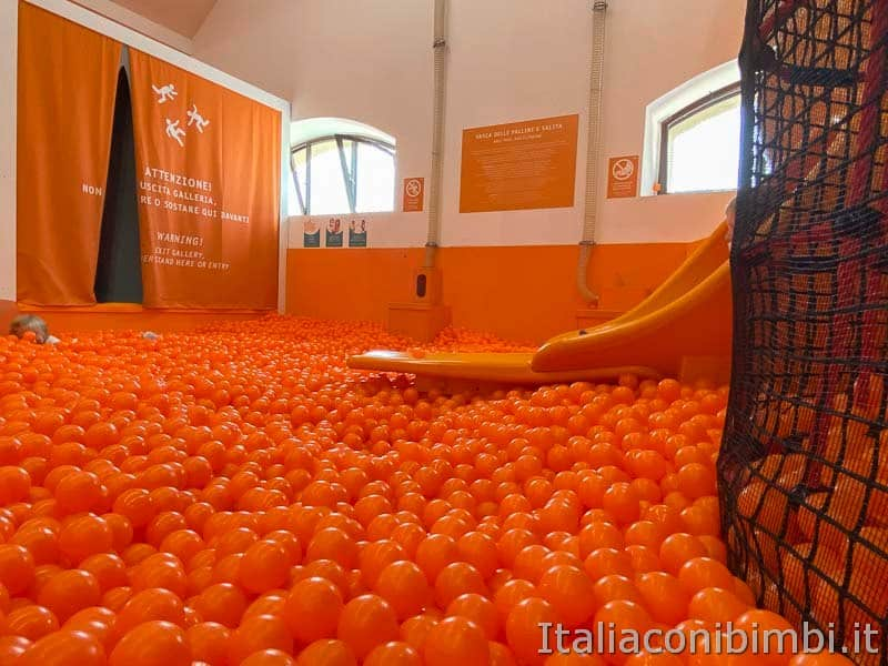 Children's Museum - vasca palline
