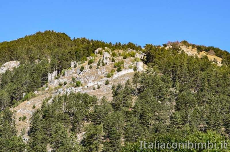 Sentiero B3 per Castel Mancino - Pescasseroli - ruderi