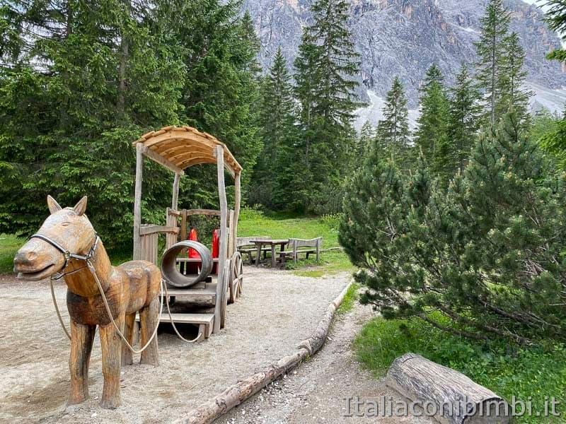 Val Fiscalina - rifugio Fondovalle parco giochi cavallo di legno