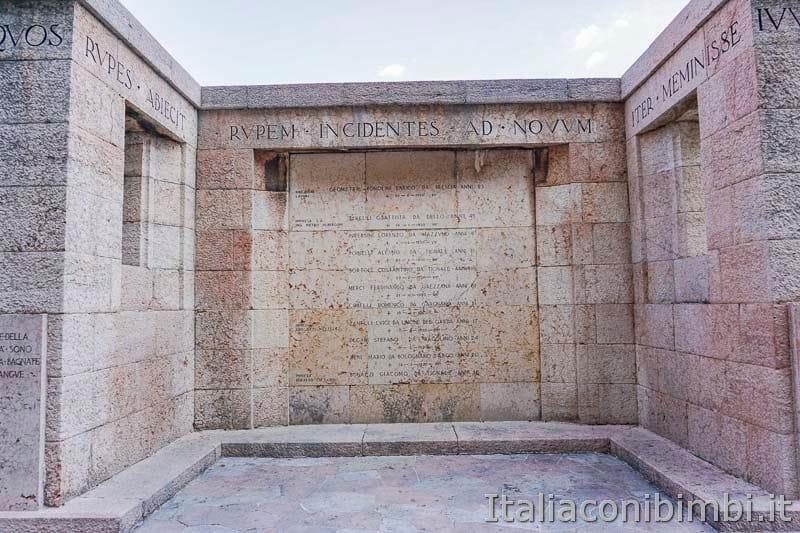 Ciclopedonale di Limone del Garda - Monumento ai Caduti sul Lavoro nella Costruzione della Gardesana occidentale