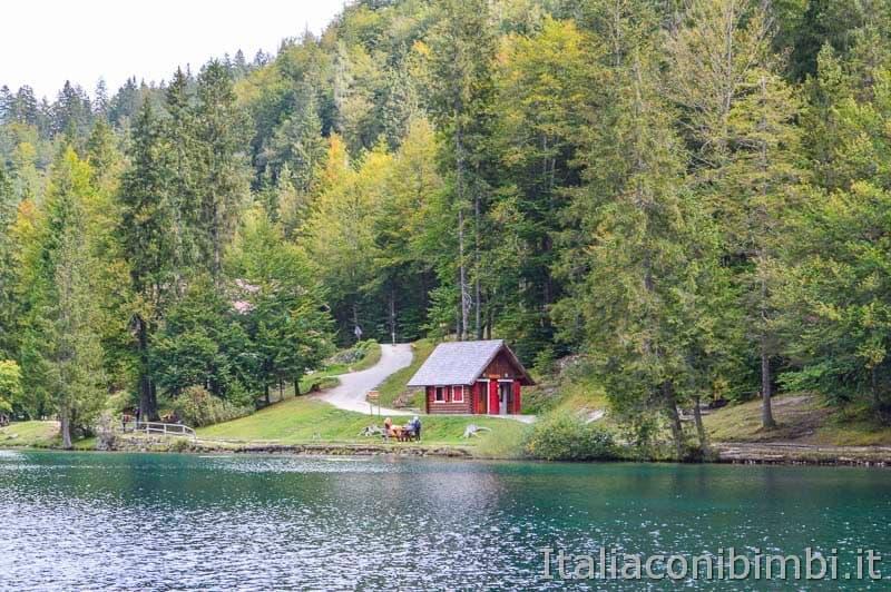 Laghi di Fusine - lago inferiore - casetta rossa